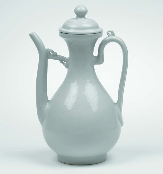 A porcelain ewer and cover